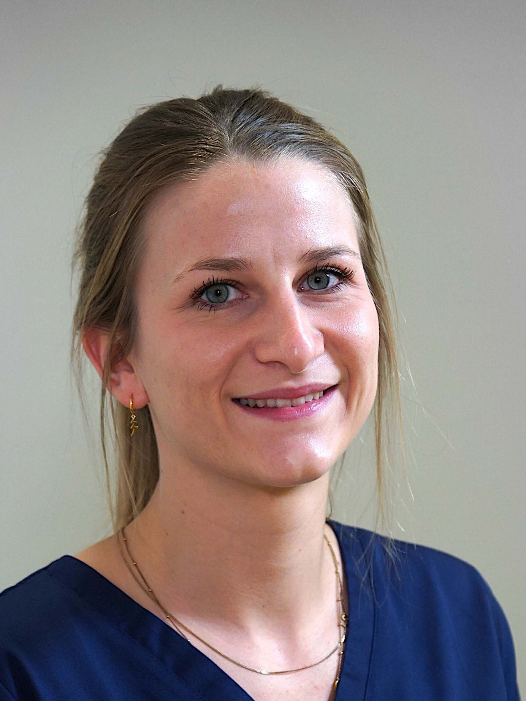 Ana Belen Castro - Parodontologie/Implantologie